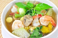 แกงเลียงกุ้ง Thai Spicy Mixed Vegetable Soup with Prawns