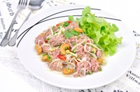ยำแหนมสด Fermented Pork Spicy Salad