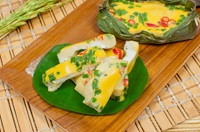 ไข่ป่าม Grilled Eggs with Banana Leaves